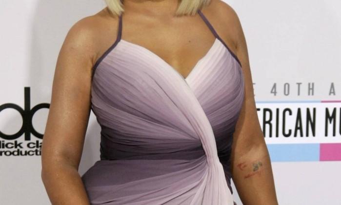 """Diferentemente de Michelle, Christina Aguilera recorreu à uma peruca para entrar na onda. """"É um artifício que as celebridades internacionais usam com frequência"""", confirmou Vanessa. JONATHAN ALCORN / REUTERS"""