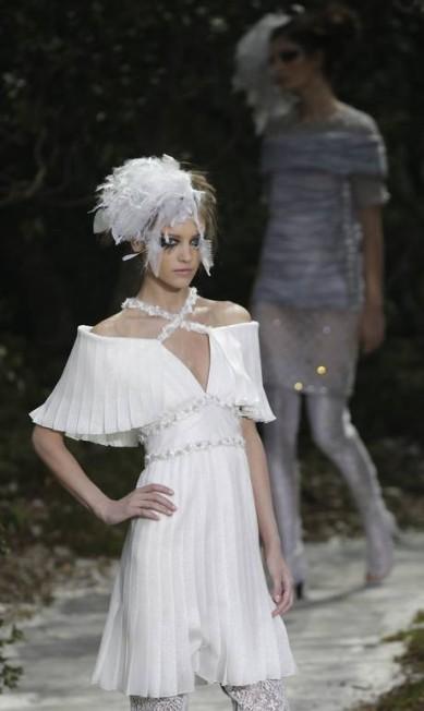 O branco, aliás, foi uma das cores mais importantes da coleção de verão 2013 de alta-costura da marca Christophe Ena / AP