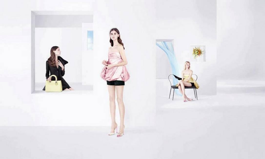 Daiane Conterato roubou a cena ao ser escalada para estrelar a primeira campanha da Dior idealizada por Raf Simons. Daiane foi clicada com peças da coleção de verão 2013 em clima minimalista, uma das marcas do estilista belga. Anna Martynova, Marie Piovesan e Daria Strokous também estão na campanha Reprodução