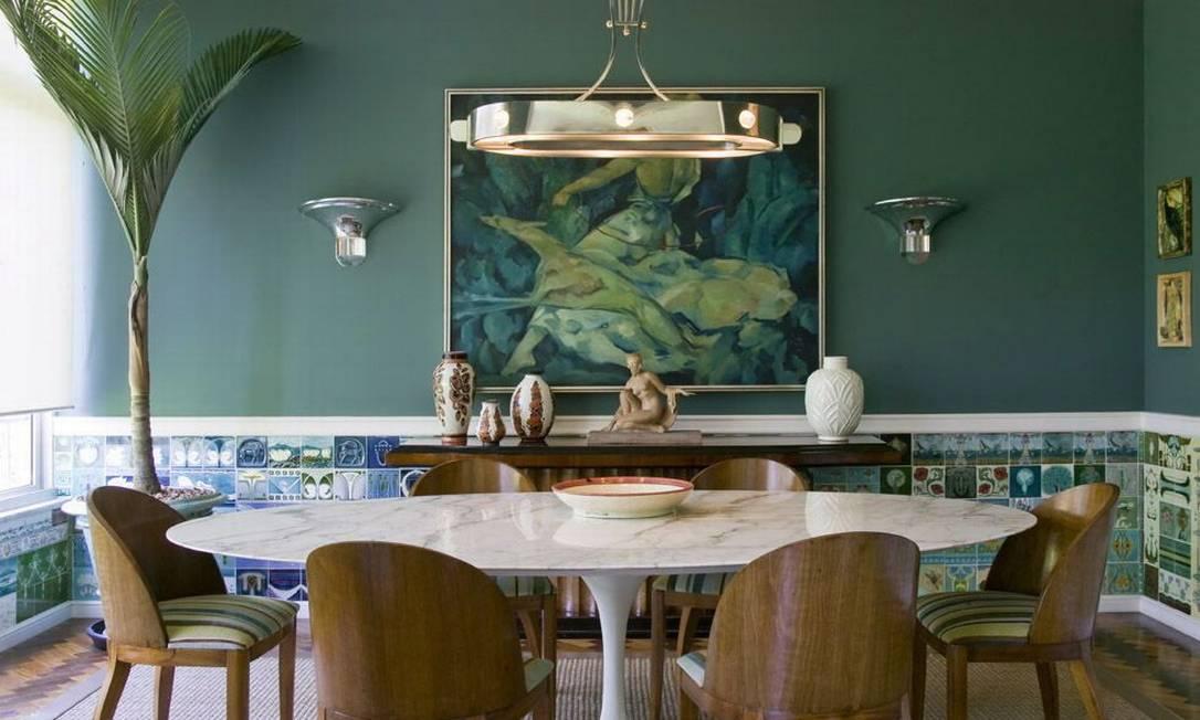 Coleção do arquiteto Luiz Fernando Grabowsky na sala de jantar Terceiro / Ana Branco / O Globo