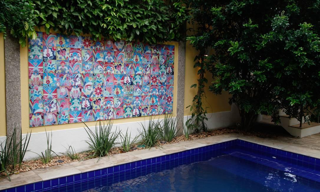 Painel pensado pela paisagista Sônia Infante para a área da piscina Ana Branco / Ana Branco / O Globo