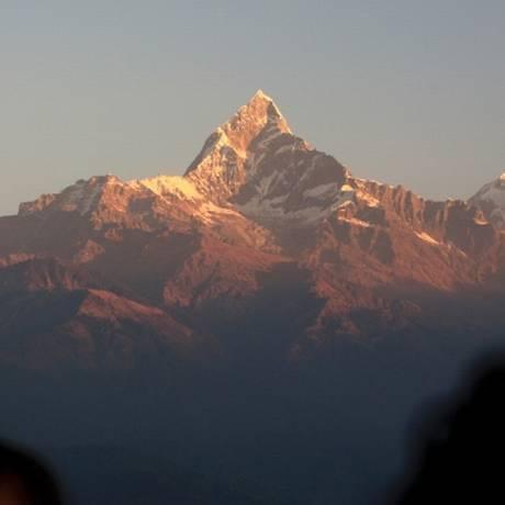 Turista vislumbra o Monte Annapurna, no Nepal Foto: Reuters