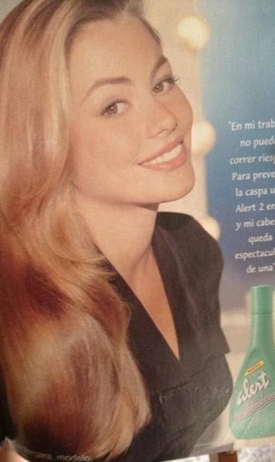 A atriz também publicou uma imagem de uma campanha de xampu Reprodução