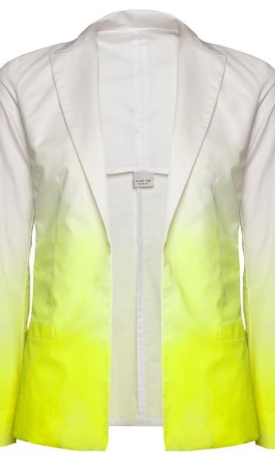 Blazer branco com detalhes amarelo Shop 126 (21 2267-9593), de R$ 398 por R$ 275 Rodrigo Picorelli / Divulgação