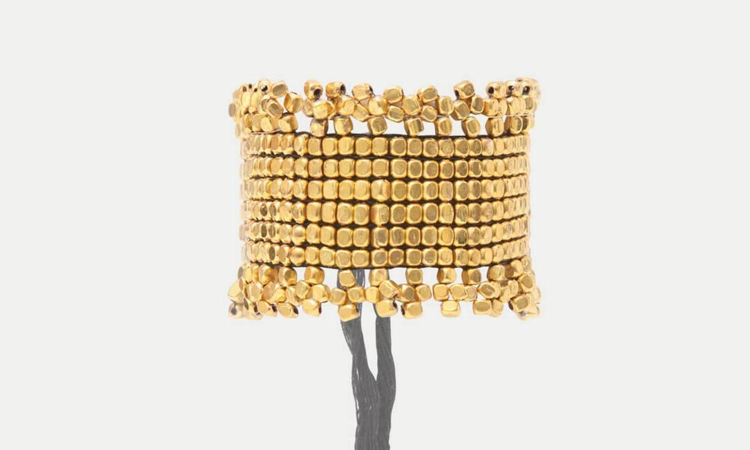Pulseira Bolinhas Ouro Daslu (21 3322-3031), de R$ 90 por R$ 45 Divulgação
