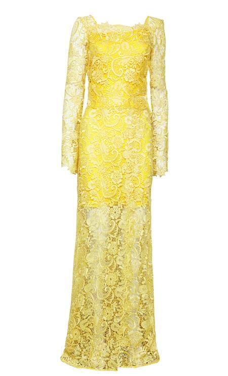 Vestido longo renda amarelo Agilità (21 2512-9458), de R$ 1.960 por R$ 980 Foto: Reprodução