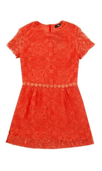 Vestido renda coral da NK Store (21 2529-5400), de R$ 3.420 por R$ 2.394. Até 30% descontos em peças da marca própria, Talie NK Divulgação