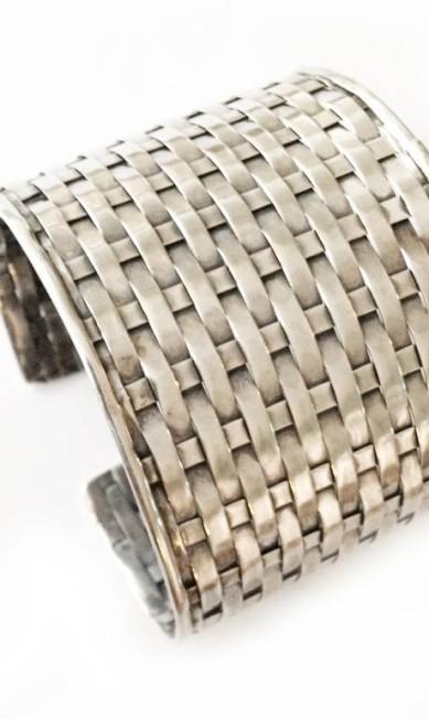 Bracelete em prata Bali da Boho Ourivesaria (21 3576 1370), de R$ 1.198 por R$ 1.080 Reprodução