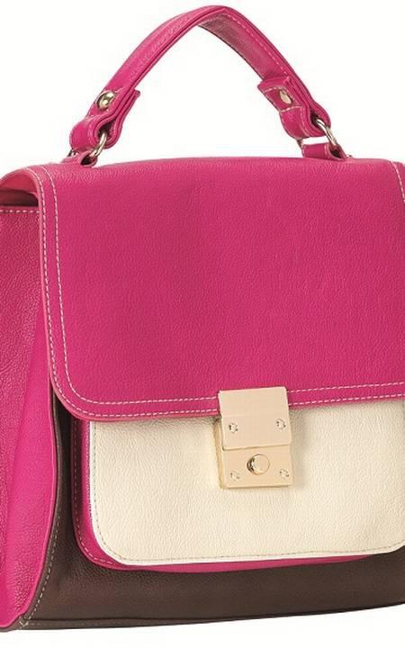 Bolsa Rosa e Branca da Accessorize (21 3875-1780), de R$ 175 por R$ 122,50 Foto: Reprodução