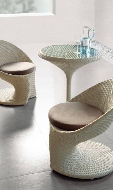 Conjunto de mesa e duas cadeiras da coleção Tulipa em fibra sintética na Estilo Certo (21 2428-1068), de R$ 6.292 por R$ 3.930 Divulgação