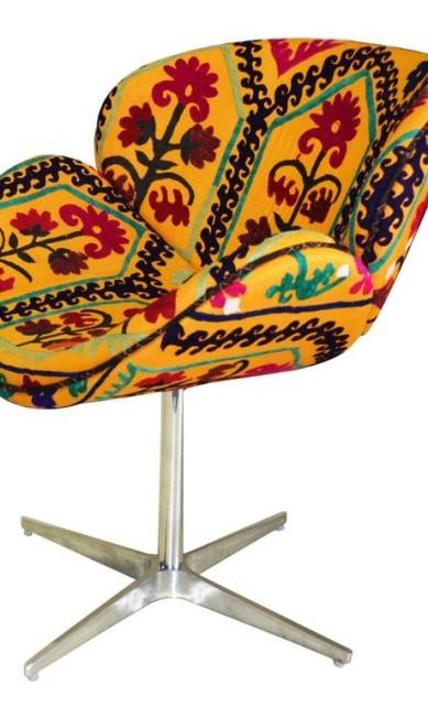 Poltrona Molly giratória Suzani à venda na Casa Júlio (21 2429-8338), de R$ 3.990 por R$ 2.490 Divulgação