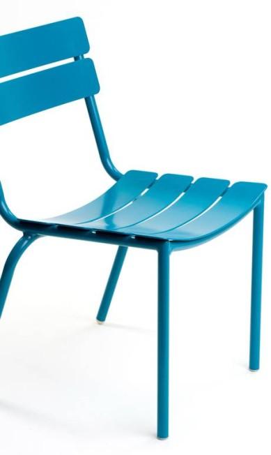 Cadeira Technicolor em alumínio com diversas opções de cores da Tidelli (21 2429-8296), de R$ 968 por R$ 823 Divulgação