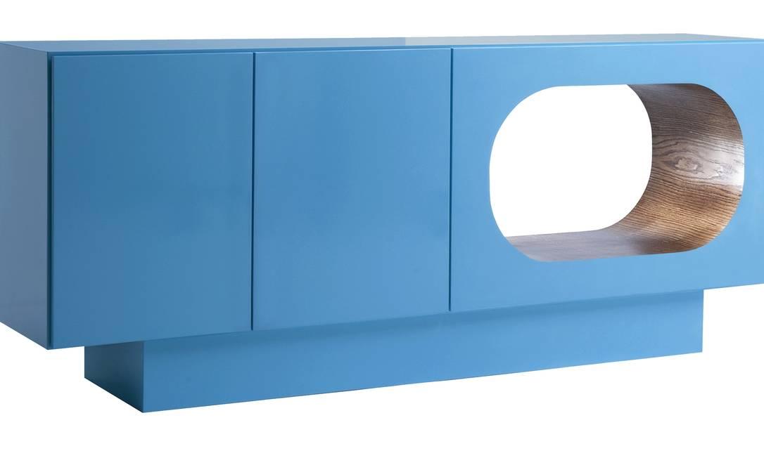 Balcão Bufê em laca azul da Guimar (21 2108-8133), de R$ 7.726 por R$ 3.890 Divulgação