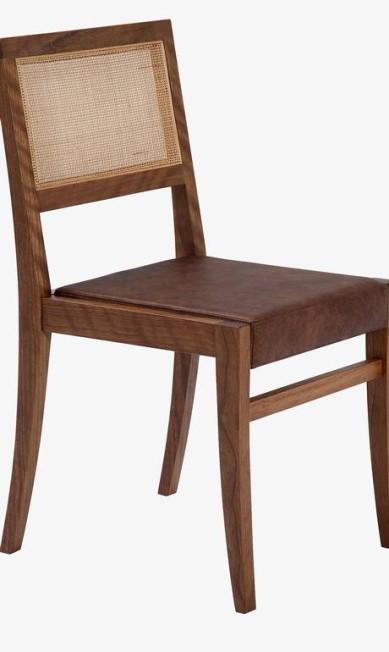 Cadeira Texas em madeira catuaba e assento em couro ecológico na Novo Ambiente (21 3325-2529), de R$ 714 por R$ 595 Divulgação