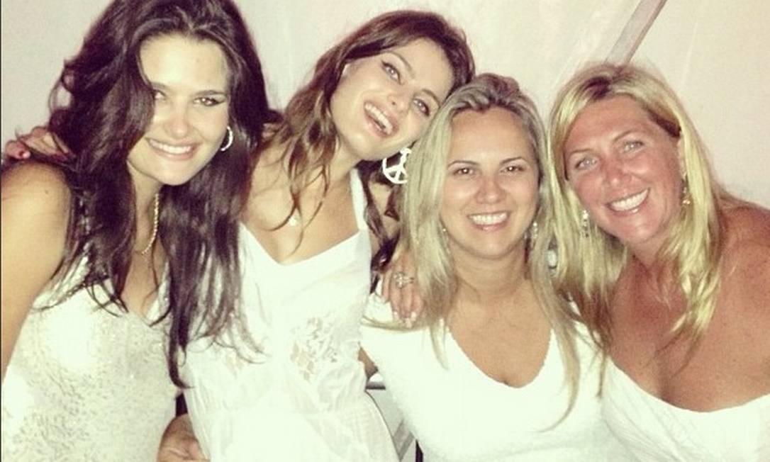 A top Isabelli Fontana passou o réveillon no Brasil ao lado da família e amigos Reprodução / Instagram