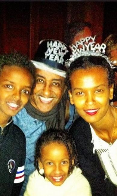 Nada de badalação: a top etíope Liya Kebede reuniu a família para celebrar a virada do ano Reprodução / Instagram