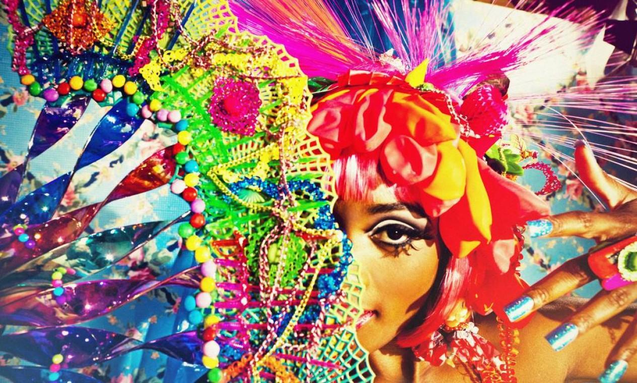 """""""Buscamos materiais que estimulam os sentidos, alegram e remetem à infância, como brinquedos, enfeites de festas, balas e doces"""", explica Luciana Foto: Terceiro / Luiz Fernando Carvalho"""