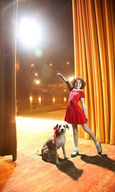 """Por US$ 30 mil é possível fazer uma partipação no show da Broadway """"Annie: The Musical"""" e depois ainda jantar com os produtores Reprodução / Neiman Marcus"""