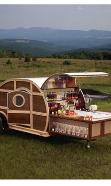 Um trailer com TV de plasma, mobília de couro... e um bar! Se você tiver US$ 150 mil... Reprodução / Neiman Marcus