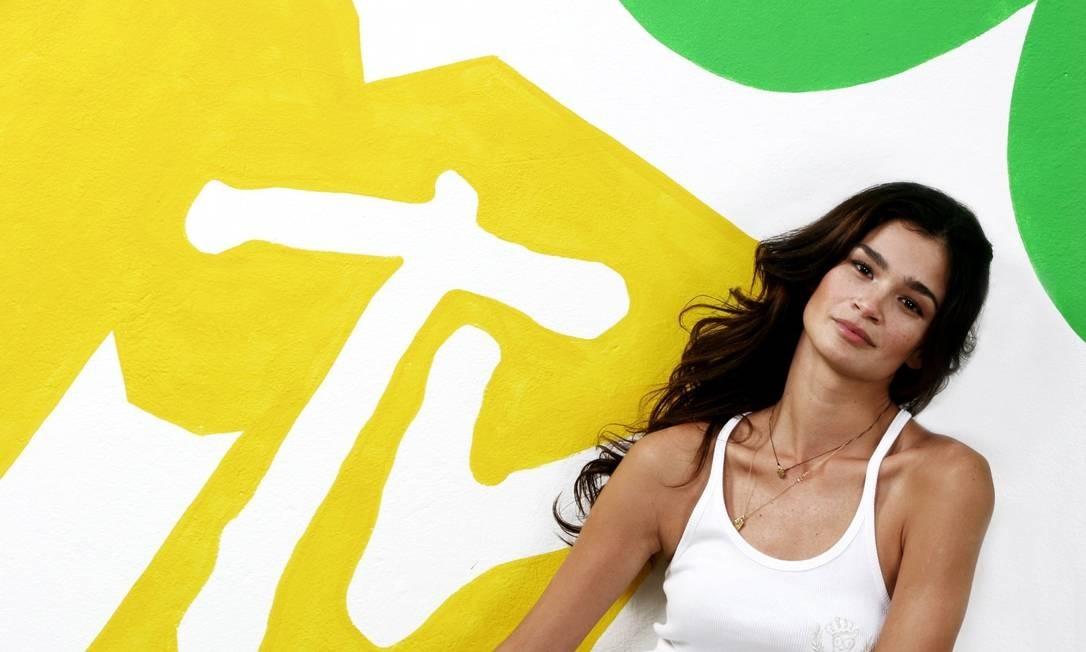 """Carol Ribeiro, modelo e apresentadora: """"Eu usaria o look mais confortável possível. Caso o mundo acabe, vamos precisar estar no mínimo à vontade"""" Kelly Fuzaro / Kelly Fuzaro"""