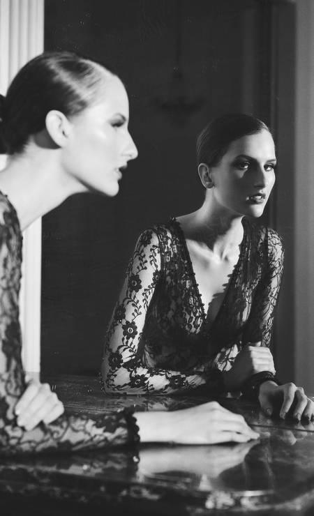 """Kátia Selinger, modelo: """"Eu, por exemplo, iria direto no look mais caro e bafônico da Dior. Afinal, tudo vai acabar e ninguém leva dívidas para a outra vida"""" Foto: Picasa / Arquivo Pessoal"""