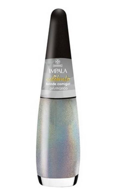 A Impala (0800-5412595) lançou uma linha com efeito prismático. Pigmentos especiais refletem nos tons dos esmaltes as cores do arco íris, por R$ 3,50 (preço sugerido) Divulgação
