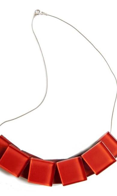 Colar Rouge Lu Morrissy para O Banquete (www.obanquete.com.br), R$ 500 Divulgação