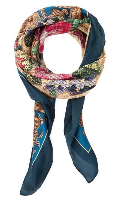 Lenços de cetim de seda da Scarf Me (www.scarfme.com.br), R$ 238 Divulgação