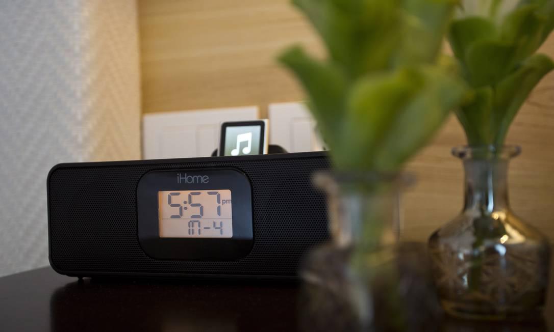Dispositivos para carregar gadgets disponíveis em todos quartos Jornal O Globo / Paula Giolito / O Globo