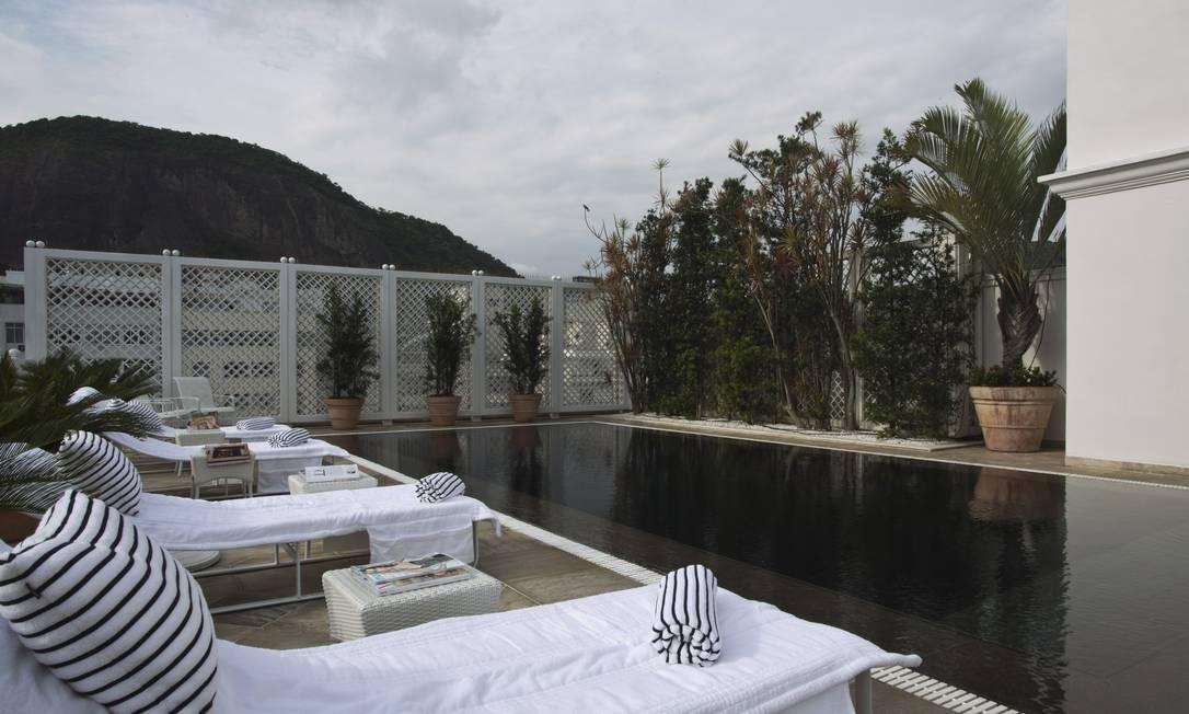 As suítes de cobertura, como são chamados os apartamentos do sexto e último pavimento, têm uma piscina privativa para os hóspedes desse andar Jornal O Globo / Paula Giolito / O Globo