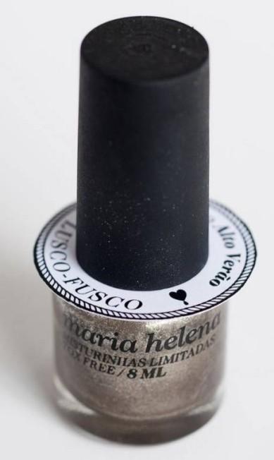 Assim como na maquiagem e nas roupas, os tons metalizados continuam fazendo o maior sucesso. São cores elegantes, que deixam o look mais sofisticado. Maria Helena Misturinhas Limitadas, cor prata, Lusco-Fusco. Divulgação