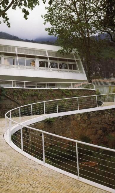A casa Prudente de Moraes Neto, no Jardim Botânico, no Rio, foi a primeira a ter formas livres orgânicas que Niemeyer havia introduzido no modernismo com os edifícios de Pampulha Terceiro / Reprodução