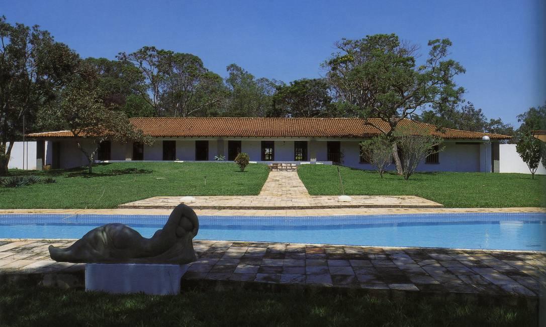 Casa em que Niemeyer viveu em Brasília: inspirada em fazendas históricas, com ventilação entre as paredes e o teto Terceiro / Reprodução