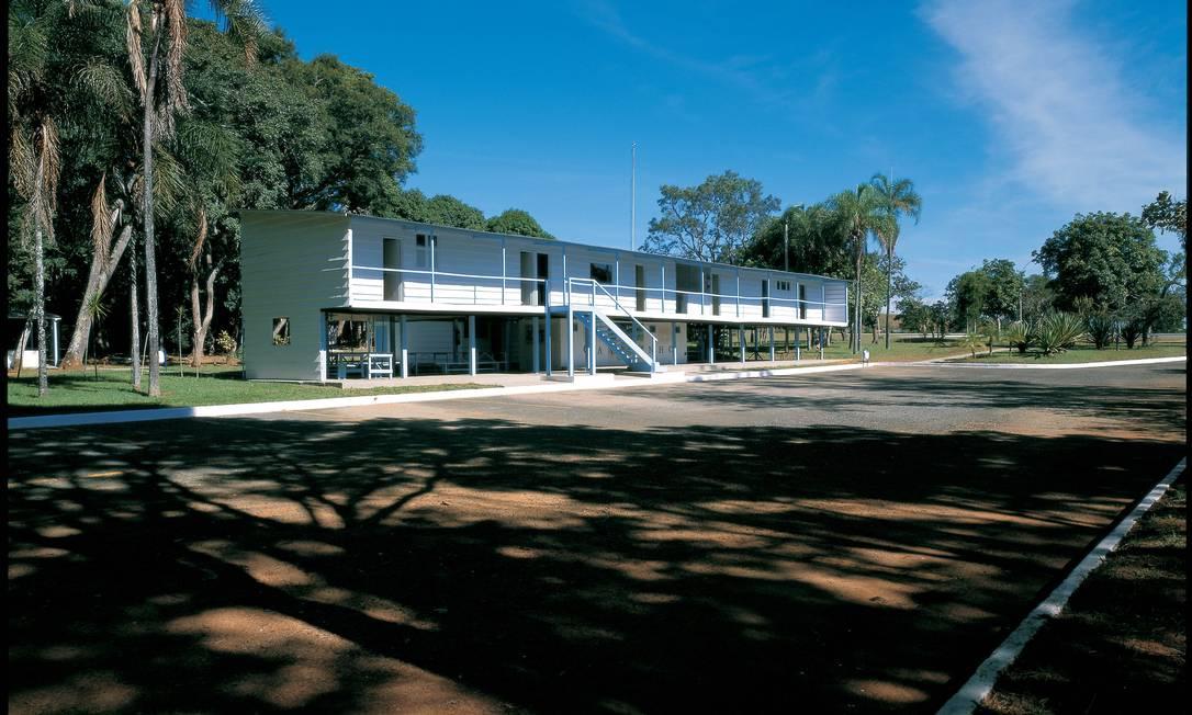 Niemeyer projetou o Catetinho para ser a residência temporária em Brasília para uso do presidente Kubitschek até que o Palácio da Alvorada estivesse terminado Terceiro / Reprodução / Alan Weintraub