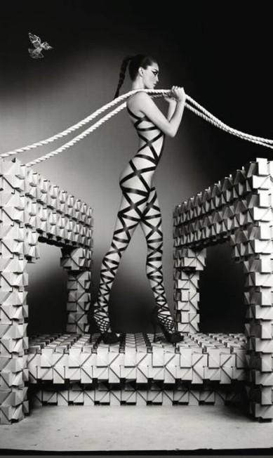 À Emily DiDonato coube representar a ponte George Washington Reprodução