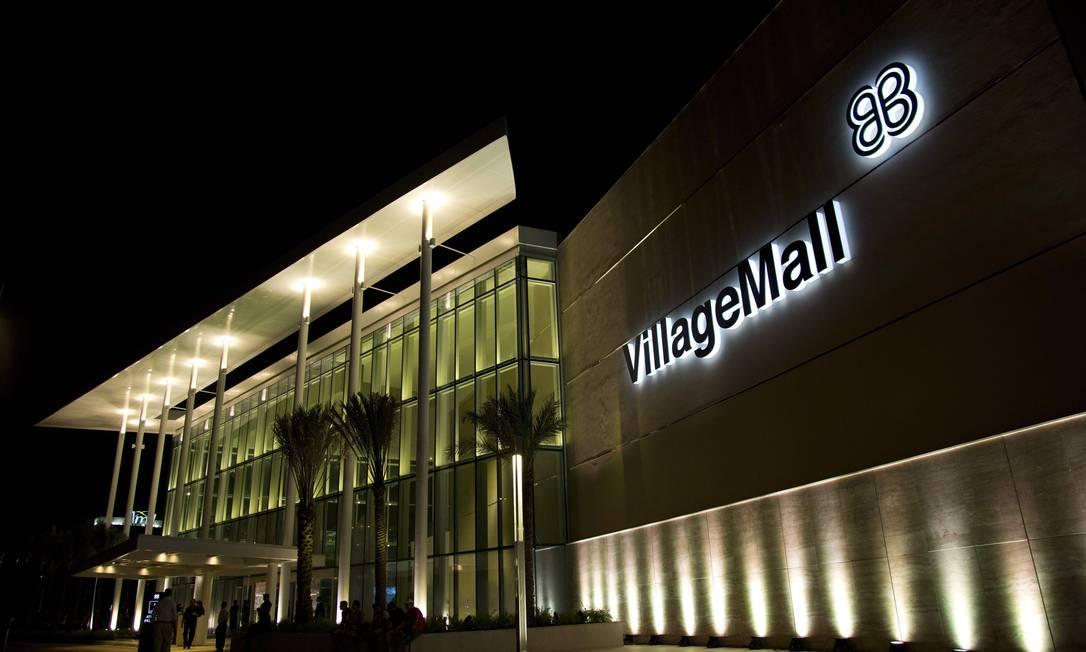 A entrada principal do shopping Village Mall, na Barra da Tijuca. Empreendimento tem 105 lojas, entre grifes internacionais e nacionais Freelancer / Paula Giolito / O Globo