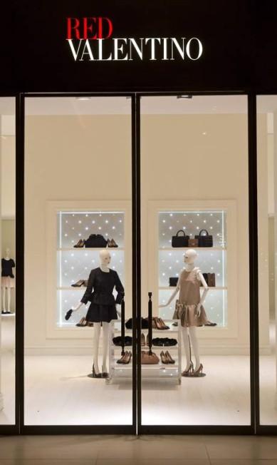 A vitrine clássica da Red Valentino Freelancer / Paula Giolito / O Globo