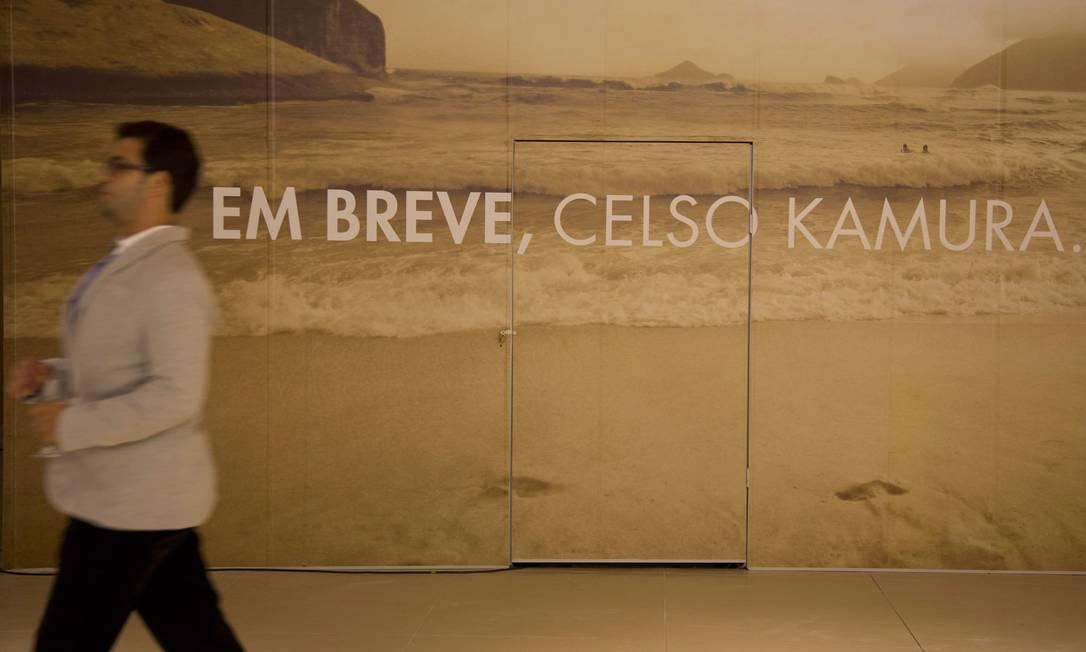O salão do cabelereiro paulista Celso Kamura, em sociedade com Angélica e Luciano Huck, ainda estava com tapumes no dia da inauguração Freelancer / Paula Giolito / O Globo