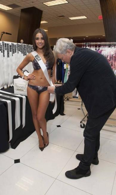 A Miss USA Olivia Culpo também nos preparativos com o designer de roupas David Profeta HANDOUT / Reuters