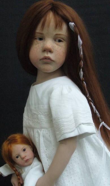 É difícil acreditar que esta menina ruiva de olhos azuis não é uma garota de 12 anos, e sim uma obra da francesa Laurence Ruet, que vem criando bonecas assustadoramente realistas Reprodução