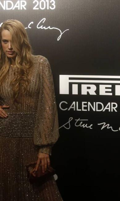 A modelo tcheca Petra Nemcova faz cara sensual na chegada ao lançamento RICARDO MORAES / Reuters