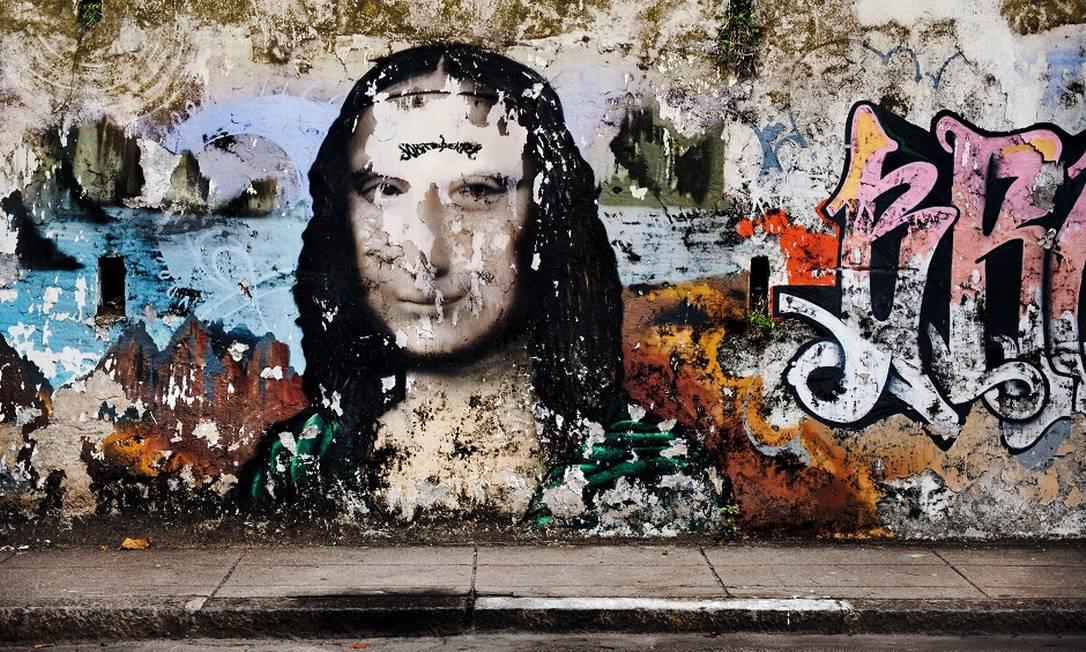 O calendário alterna retratos de modelos e atrizes com fotos de pessoas comuns, muros e paredes Divulgação / Pirelli