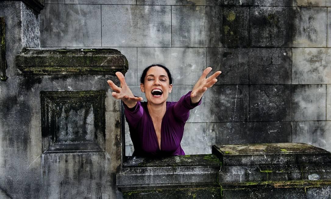 A atriz Sonia Braga foi uma das beldades escolhidas para posar para a folhinha Divulgação / Pirelli