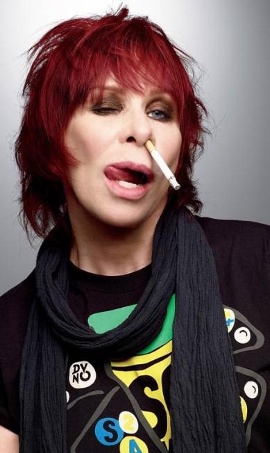 Transgressora como de costume, a roqueira Rita Lee colocou um cigarro aceso no nariz Terceiro / Jairo Goldflus