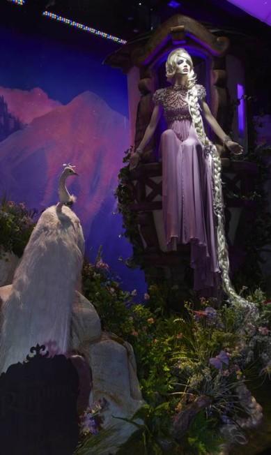 A Harrods, em Londres, também fez parceria com a Disney e mostra em suas vitrines as famosas princesas das histórias que encantam adultos e crianças Divulgação / Harrods