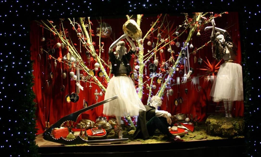 Em Londres, a Selfridges também caprichou em suas imensas vitrines Reprodução Facebook / Selfridges
