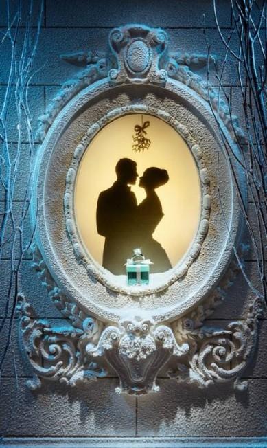 Este ano, a joalheria reproduz em suas vitrines casas do bairro Upper East Side Reprodução Facebook / Tiffany