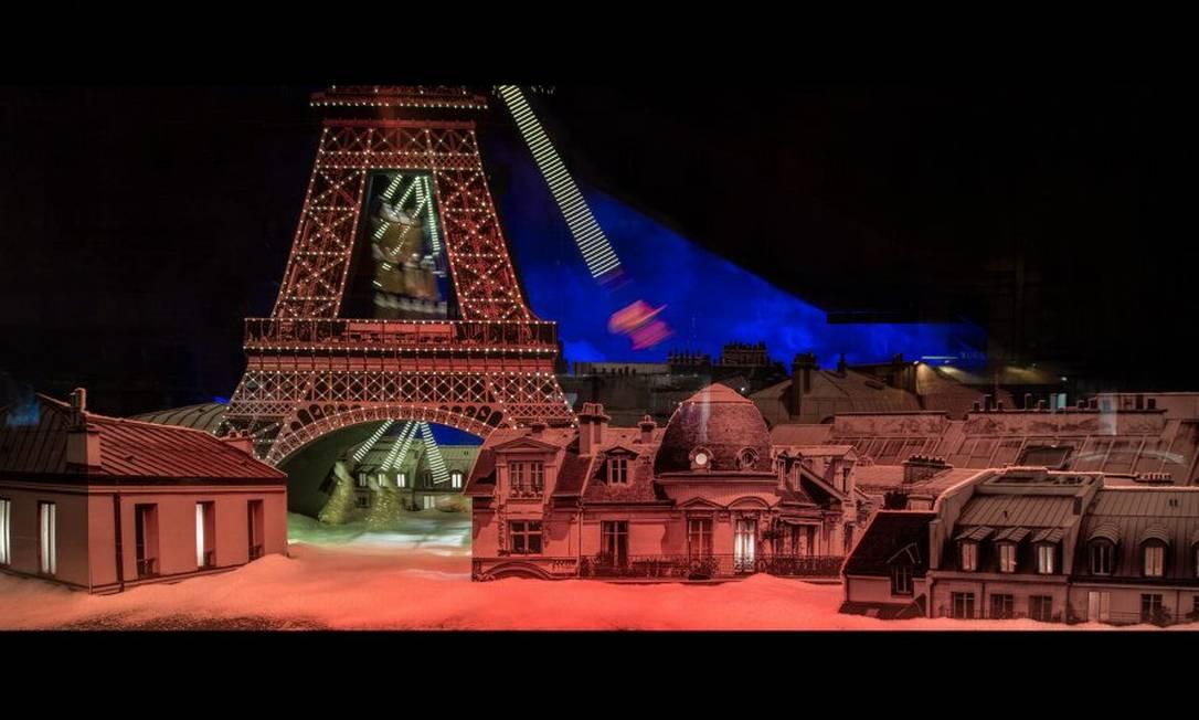 A Torre Eiffel, claro, não poderia ficar de fora! Reprodução Le Bon Marché / Gabriel de la Chapelle