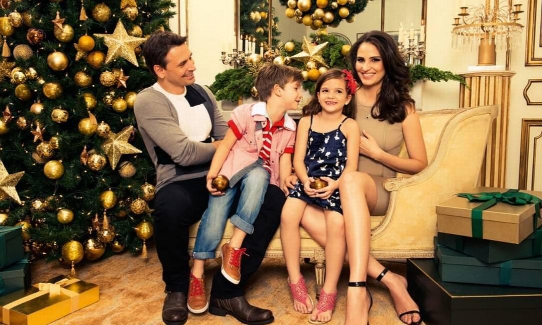 Mulher do ator Murilo Rosa, Fernanda Tavares também está aumentando a família. Lucas (na foto), de cinco anos, ganhou uma irmão, Artur, no início de novembro. A menina da foto é apenas uma modelo, que posou junto com a família Tavares Rosa para uma campanha de Natal Reprodução
