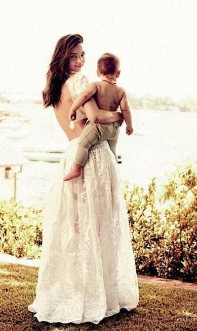 A australiana Miranda Kerr também tem um bebê, fruto de seu casamento com o ator Orlando Bloom. O pequeno Flynn, atualmente, tem apenas dois aninhos Reprodução / Vogue